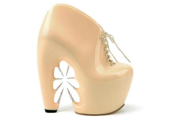 """Zapatos """"troquelados"""" Flower Power"""
