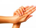 La rutina de cuidar las manos